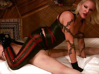 mistress koral rappping her slaves ass