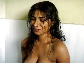 North indian girl sucks her bf and get it