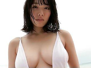 Anna Konno in Swimsuit - non nude