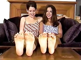 2 sexy girls posing their feet