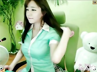 sexy Korean girl dancing