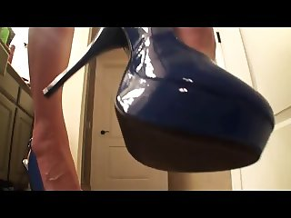 Giantess teases slave with her new heels