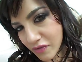 Sunny Leone masturbating