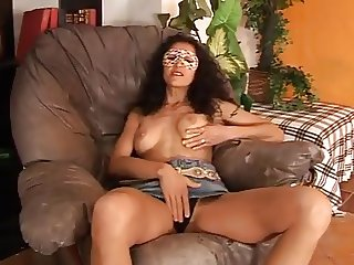 Amateur italian Milf get dirty in front of cam