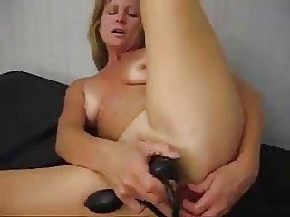 cutie-mommy and her orgasm