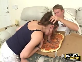 Pizza with a friend (Reality Gang)