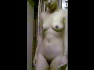 Undressing girl RO7