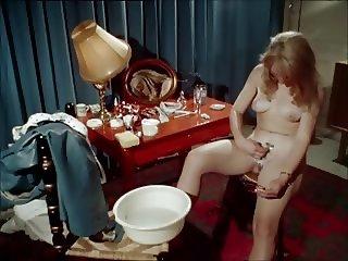 Classic porn - blonde shaving herself