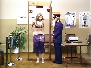 Bizarre Canada, Security Airport