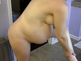 39 weeks pregnant naked