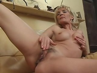 Jennifer Toth plays with pussy