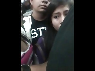 Tocando teta frente a su novio