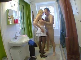 Elle drague dans la rue pour baiser  Total nympho  French amateur