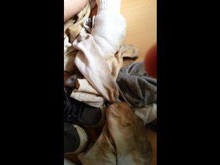 Ptite éja sur mes le coq et mes socks bien cr