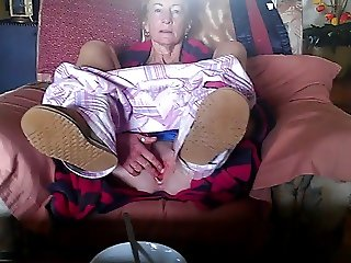 annie flashing her cunt
