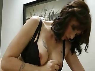Step Mom gives a goodbye Handjob