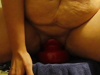 Amateur huge plug insertion