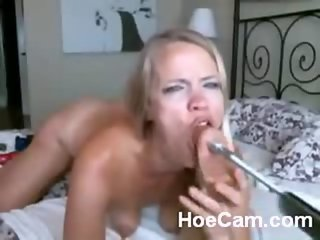 Webcam Girl with a fuck machine