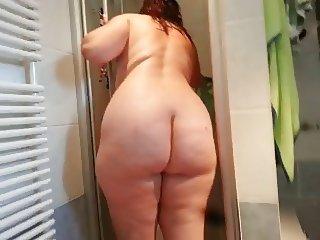 Ehesau heimlich nach der Dusche