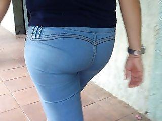Flaca Colorada Chuchona de Jeans Azules Apretaditos Ricota