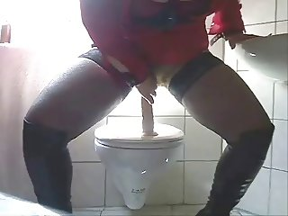BBW Smokes, Dildos, and Squirts on the Toilet