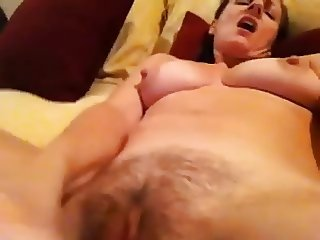 Self-vid MILF fucking herself
