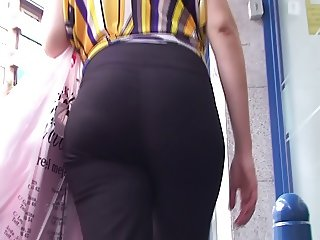 spanish candid booty milf