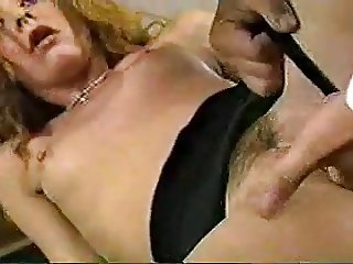 Amateur - Mature Fist - She cant get enough