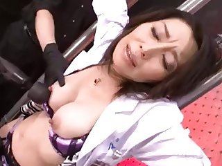 Japanease a woman doctor