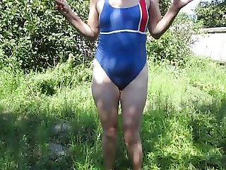 Lili in swimsuit outdoor!