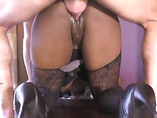 Cindy baisee en double penetration apres le boulot