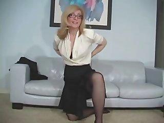 Milf in pantyhose tease JOI