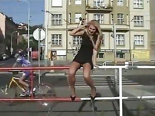 flashing no panties in the street