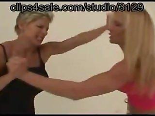 Female Fingerlock wrestling