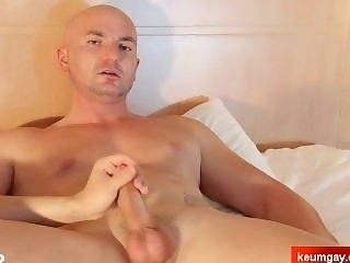 Straight guy do it better ! cock wanking
