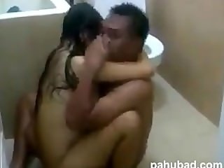 couple toilet fuck