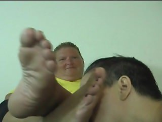 Disgusting foot worship of ugly woman