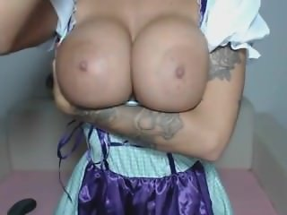 Webcam Girl shows her huge Tits