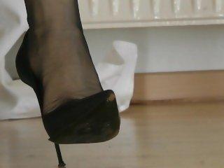 Leyla Sexy Pantyhose legs Dangling Heels 3