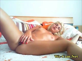 Innocent blonde fingering in camchat
