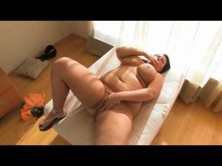 Kellie from dates25.com - Horny fat bbw gf spreading icecrea
