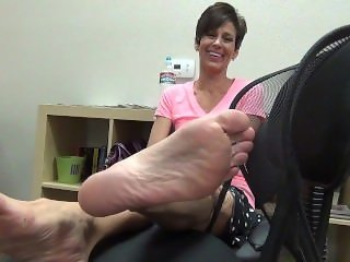 Beautiful Mature ladies feet with Flexible toes!! HD