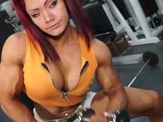 Natalia Kovaleva Fbb flexing her sexy muscle