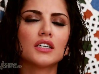 Hot Indian Sunny Leone in the shower! HD