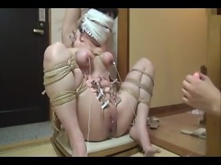 Japanese milf tight bondage, gagged and tortured