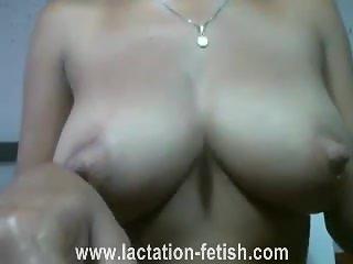 great boobs spraying milk continues - www.lactation-fetish.com