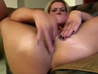 Mature mom From SEXDATEMILF.COM with perfect body and hungry holes