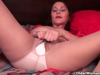 American mom From LOOK4MILF.COM Jewels satisfies her craving pussy