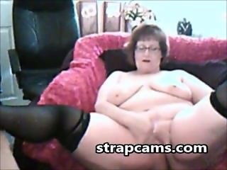 Chubby Amateur Granny Masturbating On Webcam