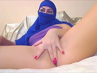 Sex bomb in hijab With love from Turkey